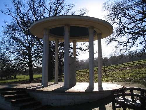 Magna_Carta_Memorial_Runnymede